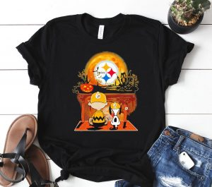 Snoopy and Charlie Brown Pumpkin Pittsburgh Steelers Halloween Moon Classic Shirt
