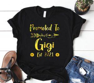 Womens Promoted To Gigi Est. 2021 First Time Mom Sunflower Shirt